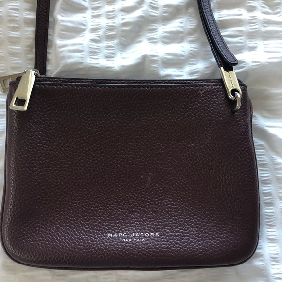1ff91124db7 Marc Jacobs Pike Place Double Percy Crossbody. M_5c361f639fe486acd66a1580
